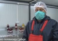 Zadrugari iz Arilja poklonili nekoliko tona matičnih sokova lekarima i policiji
