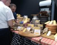 Kozji sir sa korom hrasta na Festivalu balkanskih sireva